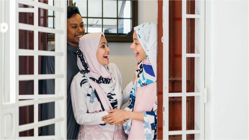 Bagaimana Adab Menerima Tamu yang Sesuai dengan Aturan Islam?
