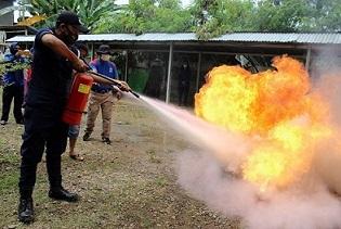 Guru dan Karyawan SDIT Al Hasanah 1 dan SDIT Al Hasanah 2 Diberikan Sosialisasi Pencegahan Kebakaran