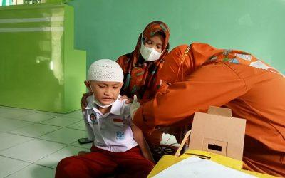 Peningkatan Imunitas Siswa dan Penyuluhan Kesehatan Reproduksi Remaja di SDIT Al Hasanah 1
